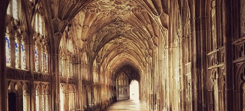 Picture of the inside of Gloucester Cathedral.