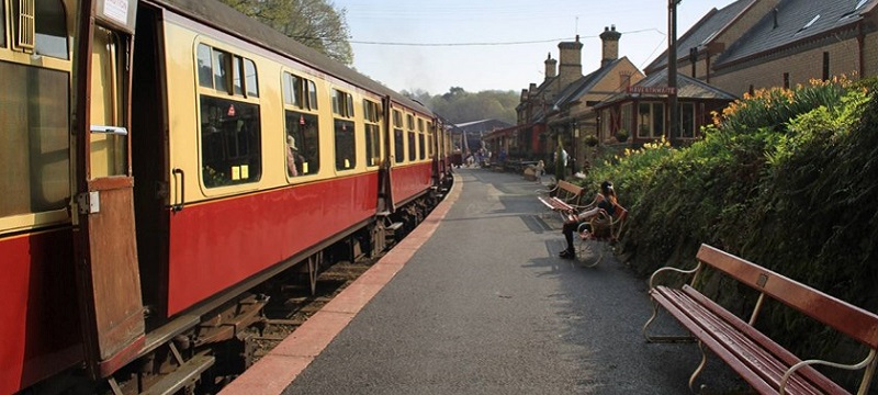 Photo of the platform at Haverthwaite Station.