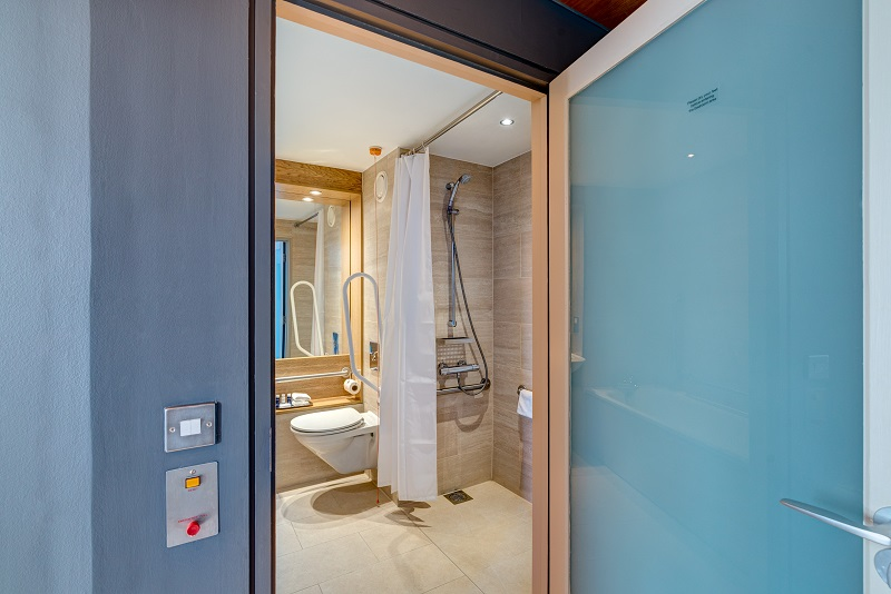 Photo of the accessible bathroom in Apex City Quay Hotel & Spa.