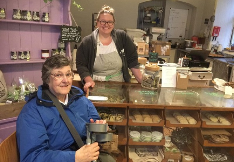 Photo of a customer at Pinnies and Poppyseeds.