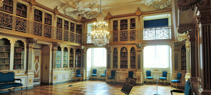 Photo of the library at Christiansborg Palace.