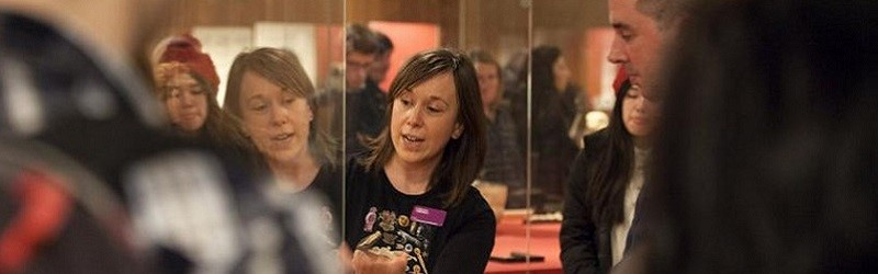 Photo of a tour guide at the Wellcome Collection.