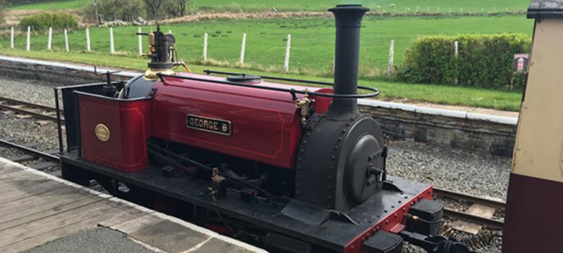 Image of small red train at the Bala Lake Railway.