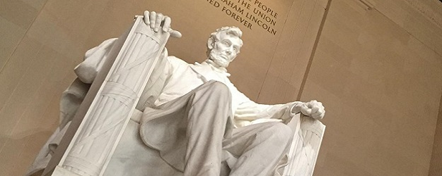 Photo of Lincoln Memorial.