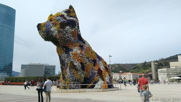 'Puppy' at the entrance. Gallery cafe visible in the background on right.